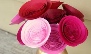 Cuộn giấy thành hoa hồng trong nháy mắt