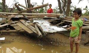 Hàng nghìn học sinh chưa thể đến trường vì bão lũ