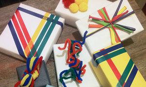4 cách trang trí hộp quà sặc sỡ bắt mắt