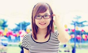 Teen girl 18 tuổi khoe giọng hát ngọt ngào
