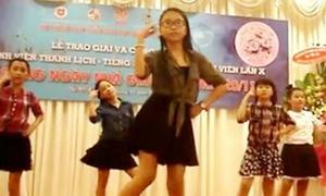 Phương Mỹ Chi khoe vũ đạo nhạc Hàn tặng thầy cô