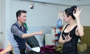 Mr Đàm dạy múa cho Lâm Chi Khanh