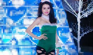Hot or not: Trương Nhi diện bikini, tất rách ra phố