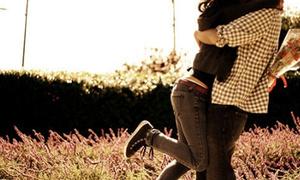 Mệt mỏi vì 'cậu bé' tiết dịch mỗi khi ôm hôn bạn gái