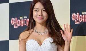 Hot or not: Soo Young đầm trắng bồng bềnh như công chúa
