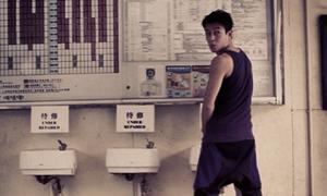 Trần Quán Hy khoe ảnh tiểu bậy vào máy uống nước