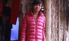Nữ sinh 9x bỏ học giúp bố nuôi 4 em thơ