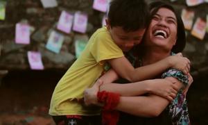 Phim ngắn về người mẹ điên lấy nước mắt giới trẻ