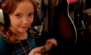 Cô bé 9 tuổi cover 'Let it Go' hay mê mẩn