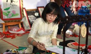 'Bà đồ' 9X khoe tài vẽ thư pháp siêu đẹp