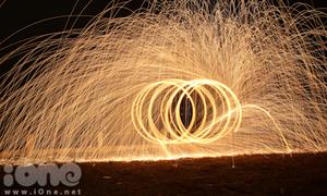 Giới trẻ mê mẩn thú chơi 'Vòng tròn lửa'