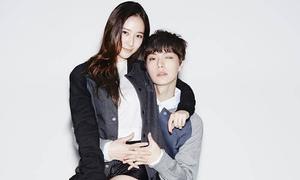 Krystal táo bạo ngồi lòng 'em trai Song Yi'