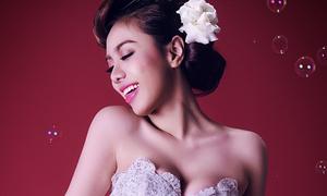 Lan Trinh chủ động cầu hôn qua 'Marry Me'
