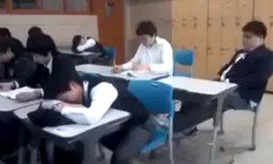 Video: Pha troll hài hước trong lớp học