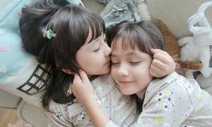 'Tan chảy' với độ kute của cặp song sinh lai Mỹ - Hàn