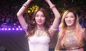 Suzy tuột áo bất ngờ vẫn cố nhảy nhót