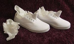 Tips: Cách giặt giày vải cơ bản
