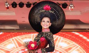 Trương Thị May diện áo dài 200 triệu kết từ tóc