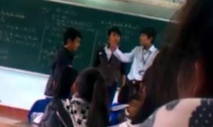 Thầy giáo tát học trò bị buộc kiểm điểm và xin lỗi