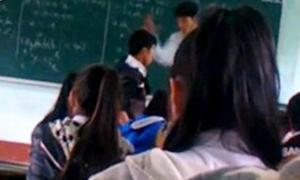 Thầy giáo khiêu khích học trò trước khi tát