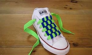 Tips: Cách thắt dây giày hình bàn cờ cá tính