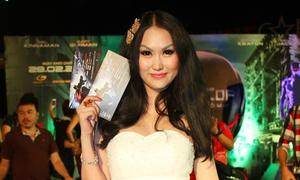 Chán nội y, Phi Thanh Vân kín đáo với váy công chúa