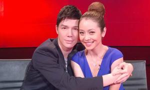 Nathan Lee ôm chặt Jennifer Phạm