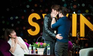 Hot boy Tùng Tống ôm hôn Bình An thắm thiết