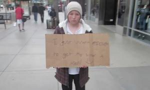 Video người dân hờ hững với cậu bé vô gia cư gây tranh cãi