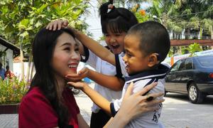 Thu Thảo, Tú Anh chung tay làm từ thiện