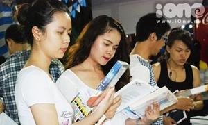 Hàng nghìn teen Sài thành háo hức 'săn' sách giá rẻ