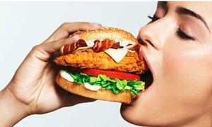 Cách ăn hamburger 'lộ tẩy' tính cách teen