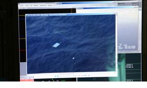 Máy bay tìm MH370 phát hiện các vật thể nhiều màu trôi nổi