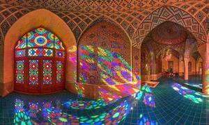 Kính vạn hoa lung linh trong nhà thờ Hồi giáo