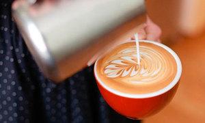 Tips: Tạo hình nghệ thuật trên cốc cà phê cappucino