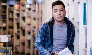 Nhà văn 'hot boy': Từng bị cưỡng hôn giữa Hội sách