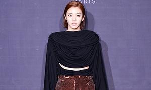 Hot or not: Son Dam Bi diện áo cắt xẻ lùng bùng