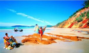 Đẹp mê hoặc 9 bãi biển có màu cát đặc biệt nhất thế giới