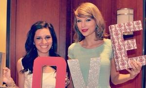 Clip: Fan sướng điên vì được Taylor đến mừng cưới