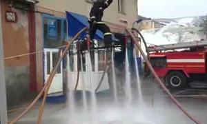 Video thú vị: Chế thảm bay từ vòi rồng cứu hỏa