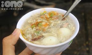 Khám phá gánh súp cua 20 năm tuổi gần Nhà thờ Đức Bà