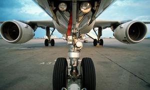 Teen boy sống sót kỳ diệu sau 5 giờ bám càng máy bay