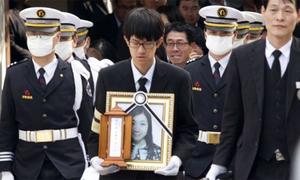 Tang lễ đẫm nước mắt các nạn nhân chìm phà Sewol