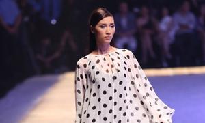 Trang Khiếu đầu quân cho công ty người mẫu ở Singapore