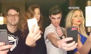 Trường học cấm chụp ảnh selfie trong lễ tốt nghiệp
