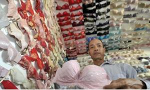 Người đàn ông sưu tầm 5.000 áo ngực trong 20 năm