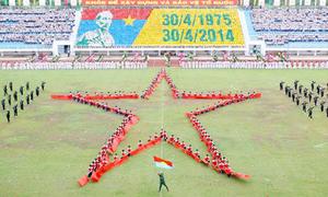 3.444 học sinh lập kỷ lục xếp ảnh Chủ tịch Hồ Chí Minh
