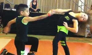 Choáng ngợp trước bước nhảy điêu luyện của 2 tài năng nhí