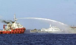 Hình ảnh biết nói khi tàu Trung Quốc uy hiếp tàu Việt Nam