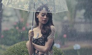 Hồ Ngọc Hà thả hồn dưới làn mưa